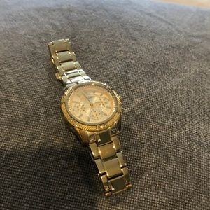 Guess Ladies Gold watch🐝
